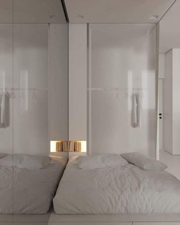 Днем спальня выглядит очень светлой