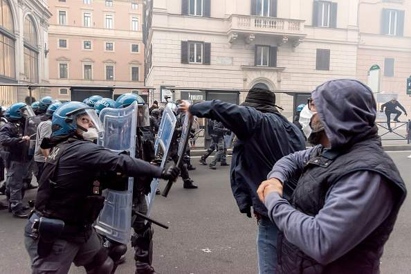 антивакцинаторські протести в італії