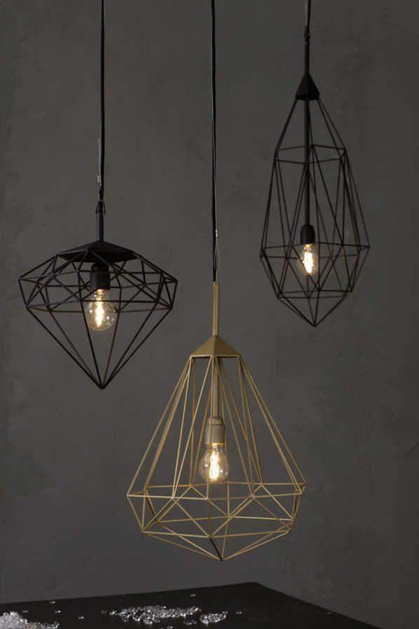 Эти люстры выглядят довольно изящно, однако часто не подходят к дизайну