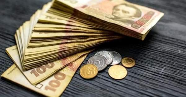 Скільки людей в Україні заробляють 10 тисяч гривень і більше: в уряді