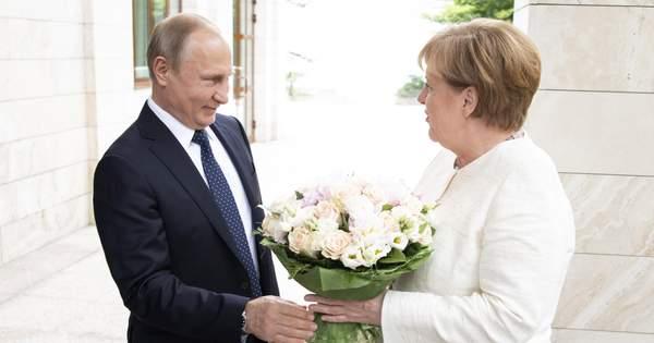 18 травня федеральний канцлер Німеччини Англела Меркель приїхала в Сочі db800651f8b4d