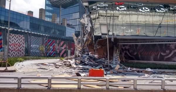 Торговий центр за лічені секунди обвалився у Мехіко: моторошні кадри