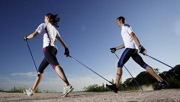 Скандинавская ходьба влияет на все группы мышц