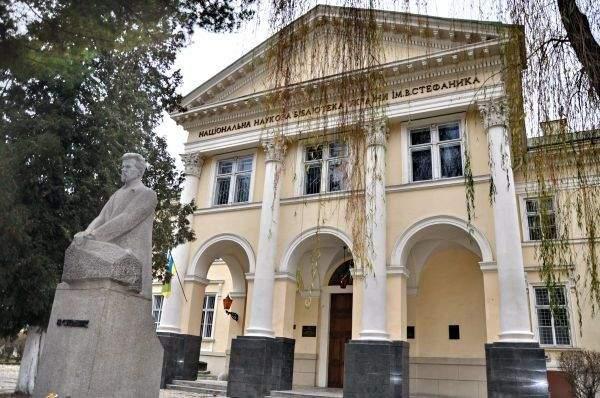Екстер'єр бібліотеки імені Василя Стефаника