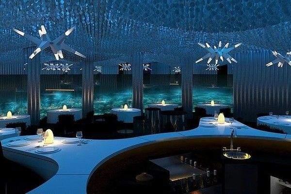 Атмосфера у підводному ресторані дуже затишна
