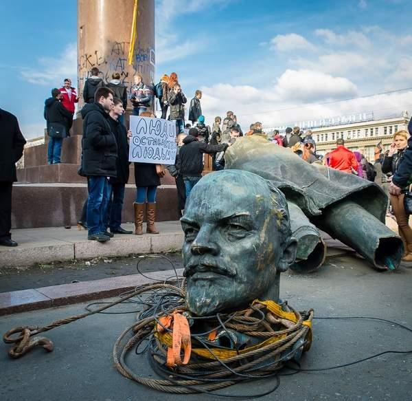 Повалений Ленін у Дніпрі, історія міста Дніпро, День Дніпра, факти про Дніпро, Незалежна Україна