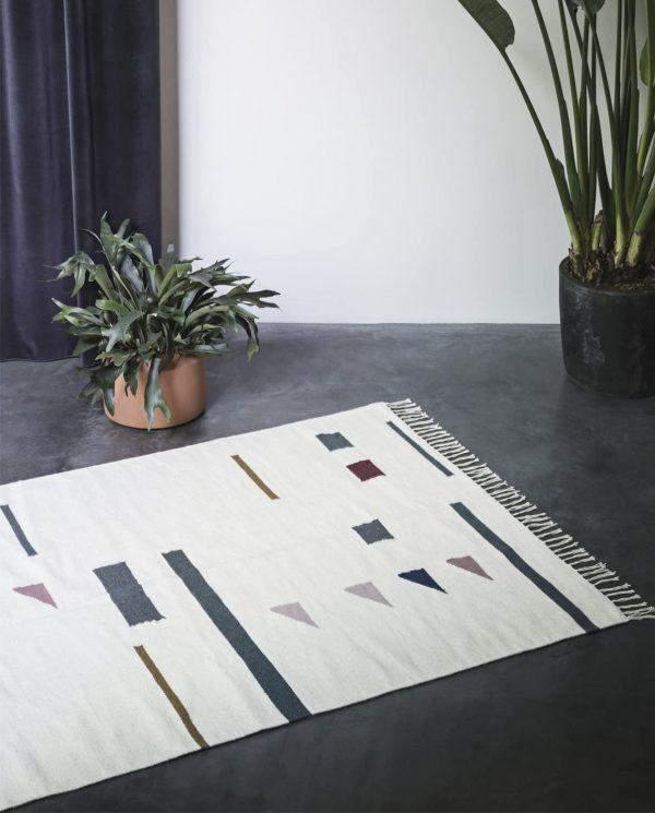 Аутентичный ковер с бахромой