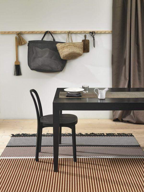 Багатошаровий килим в скандинавському стилі