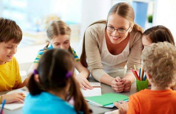 Вчитель з учнями