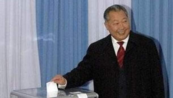 Курманбек Бакієв під час останніх виборів