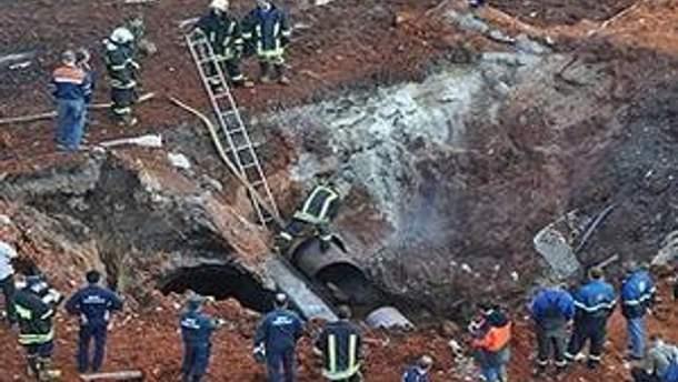 В результаті вибуху трубопроводу на Дмитрівському шосе в Москві під уламками пошкодженого рекламного щита загинув перехожий