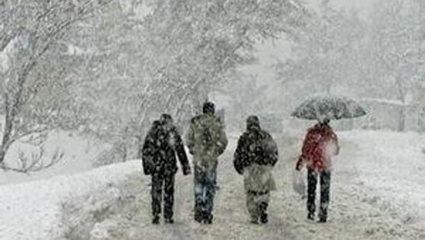 Завтра обіцяють сильні снігопади