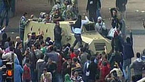 У Єгипті тривають масові протести, незважаючи на введення комендантської години