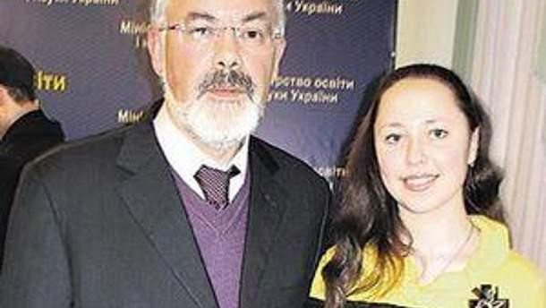 Міністр освіти Дмитро Табачник та Вероніка Пустовалова