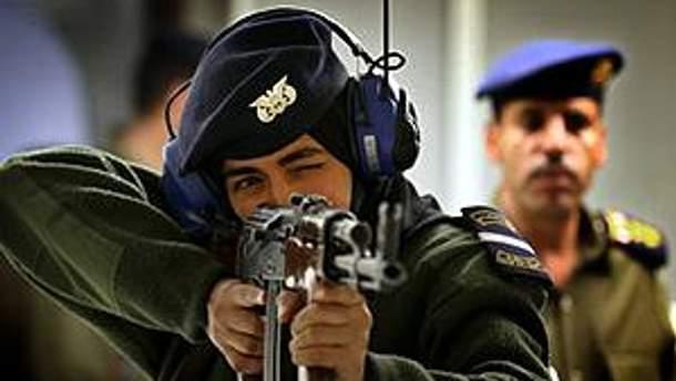 Єменська поліція почала стріляти в демонстрантів