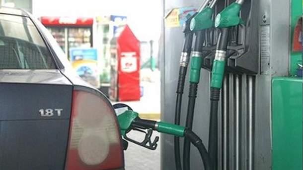 Заправлять бензин будут только за валюту