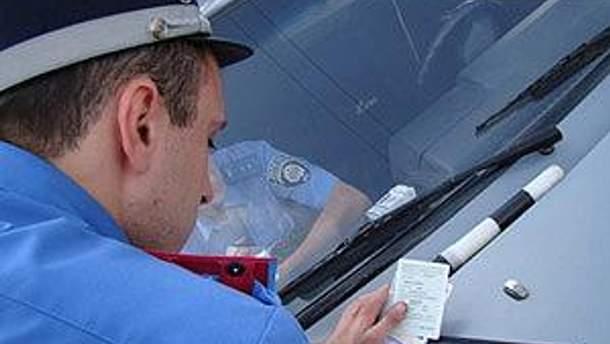 У водителя забрали права сотрудники ГАИ, -