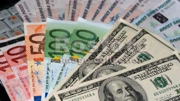 Росіянам слід запасатися євро і доларом