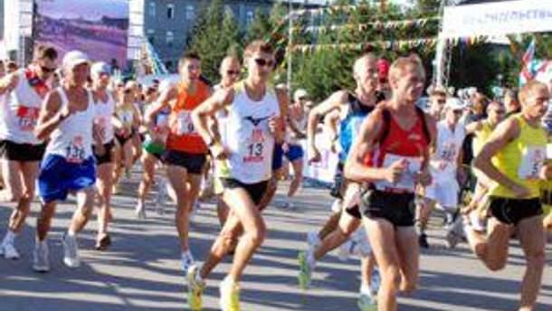 У марафоні бігли майже 2 тисячі бігунів