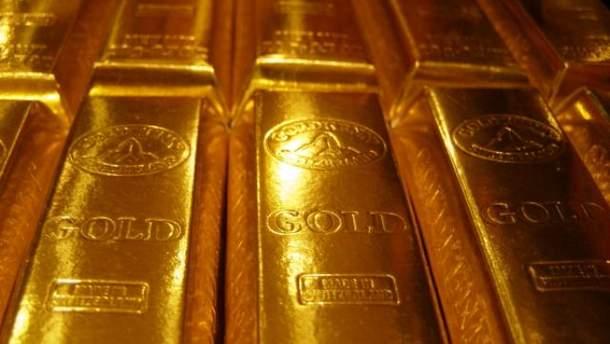 Золото продовжує дорожчати