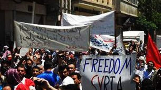 У Сирії тривають акції протестів, які жорстоко придушують спецслужби