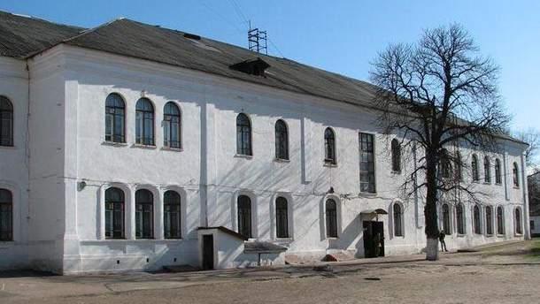 На территории Прилуцкой гимназии обнаружили снаряды