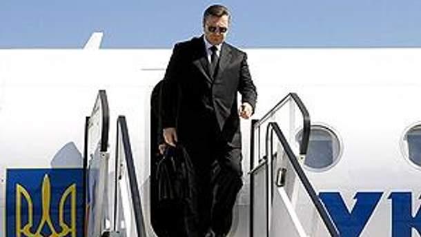 Януковичу пришлось лететь на