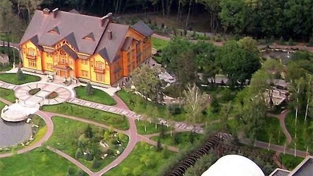 Резиденція охоплює 136 гектарів