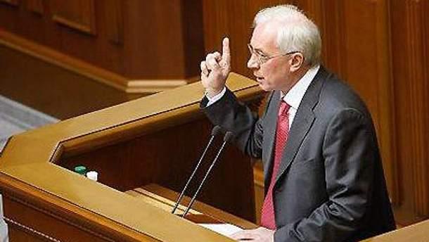 Оппозиция хочет видеть Азарова в парламенте