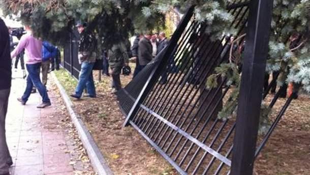 Чорнобильці зламали паркан перед Верховною Радою