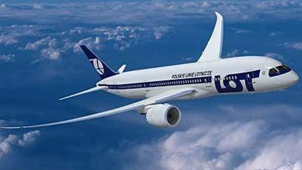 Экипаж самолета планирует совершить аварийную посадку