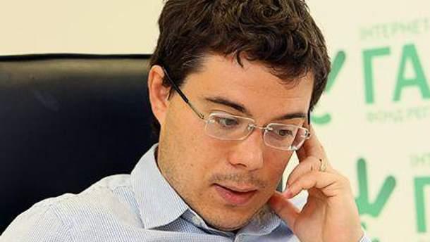 Тарас Березовець вважає, що сьогодні краще не бути політиком, щоб виграти вибори