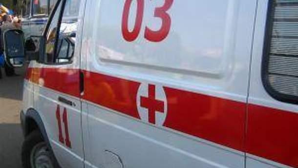 Службовця повезли в лікарню