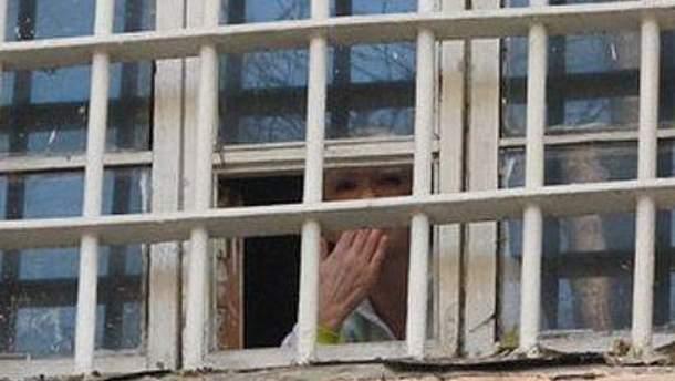 Юлия Тимошенко выглянула к участникам митинга в ее поддержку