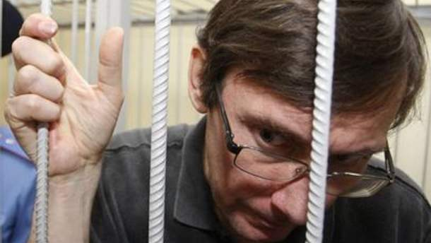 Луценко в который раз стало плохо в суде