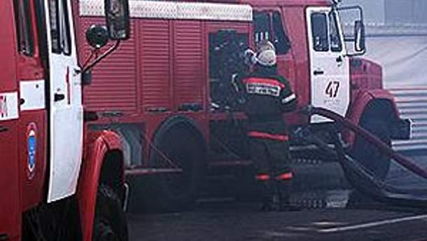 На месте работают 9 пожарных бригад