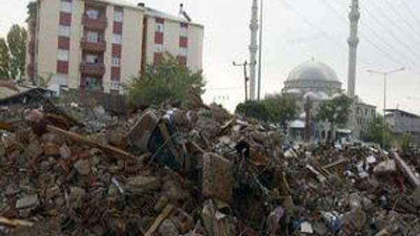 Кількість жертв землетрусу збільшується