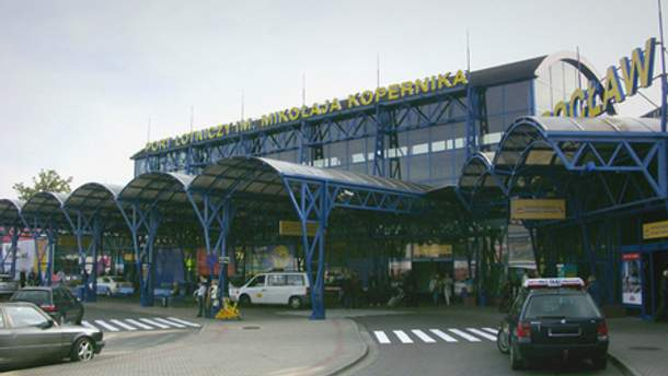 В аэропорту Вроцлава Януковича сразу ждали в 13.30