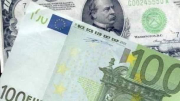 На межбанке евро продолжает дешеветь