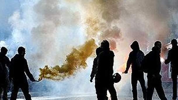 Студенты забросали дымовыми шашками банк в Палермо