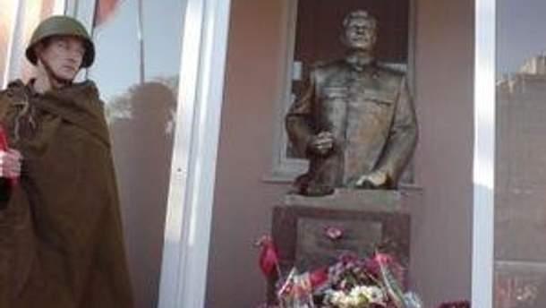 Оновленого Сталіна поставили 7 листопада