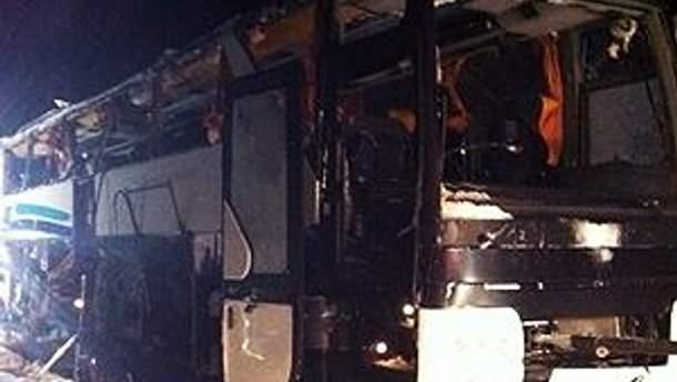 Автобус получил серьезные повреждения