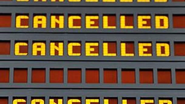 Более 150 рейсов отменили в Лондоне