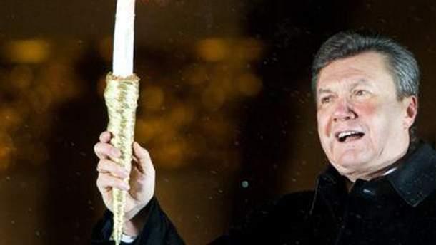 Янукович лично подарит елку Ватикану