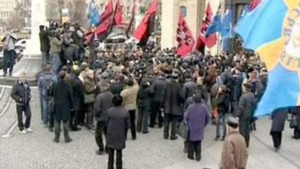 Сторонники револиции с утра на Майдане