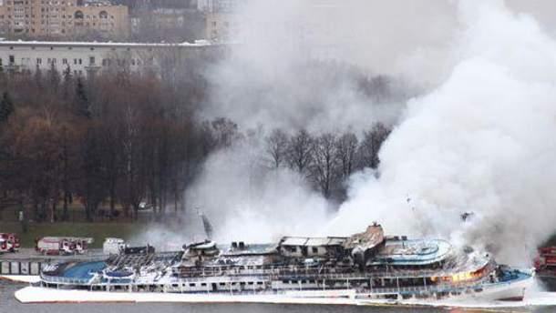 Під час попередньої пожежі теплохід частково затонув
