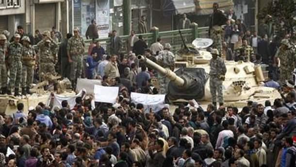 В Каир вошли танки