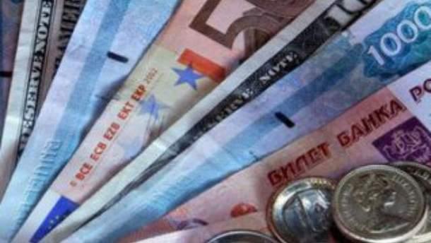Доллар на межбанке немного вырос