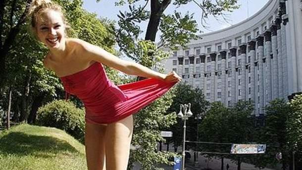 Femen отреагировали на заявление Азарова