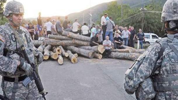Косовські серби постійно блокують кордон